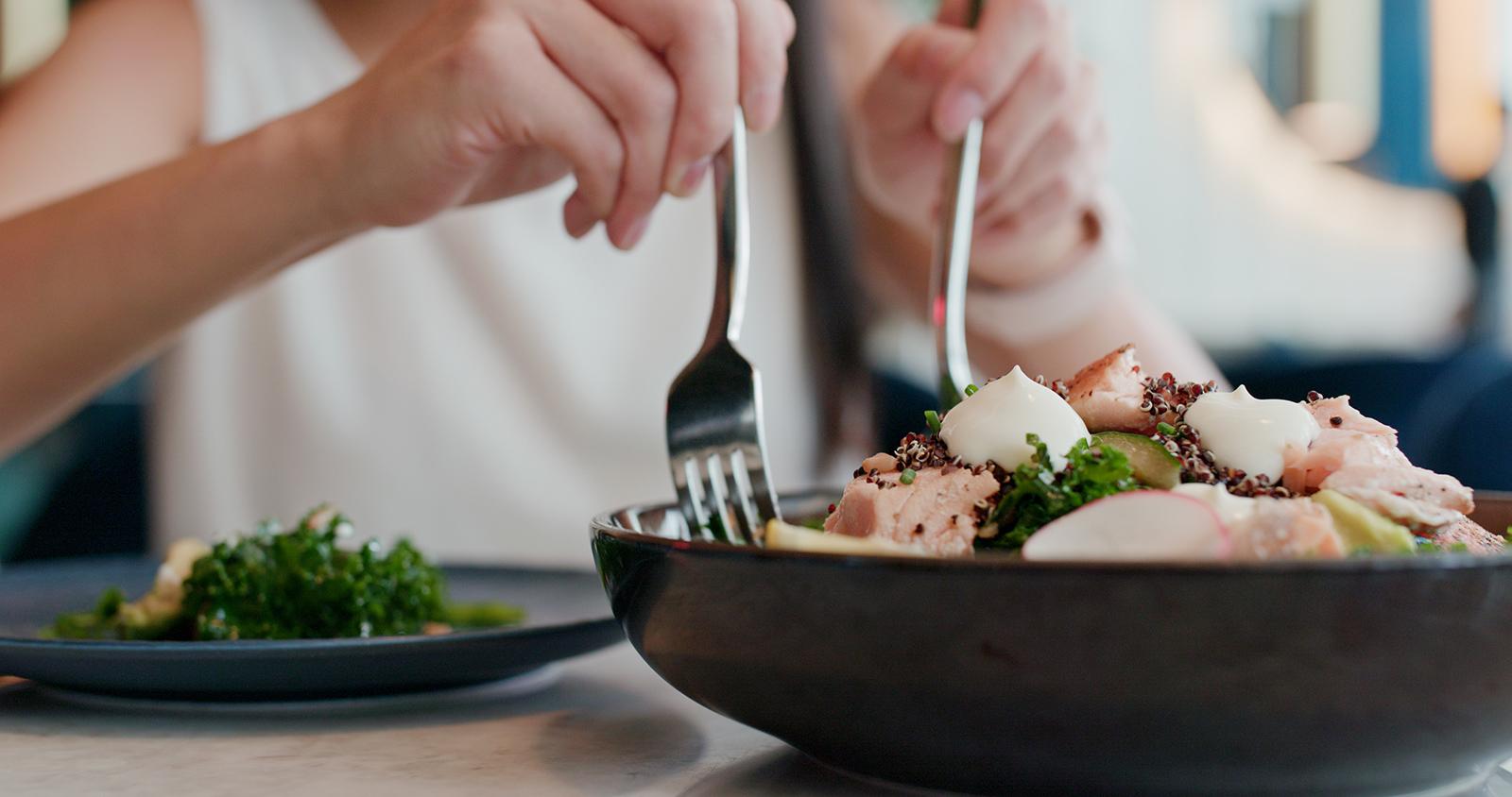 Självklart kan du äta nyttigt och fortsätta umgås med dina vänner över mat!
